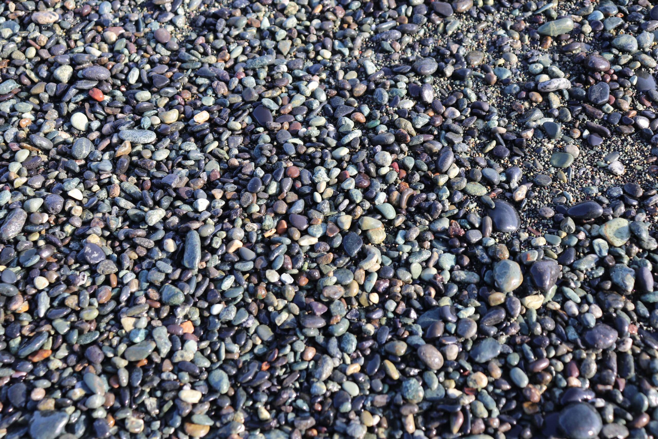 大磯こゆるぎ浜の石