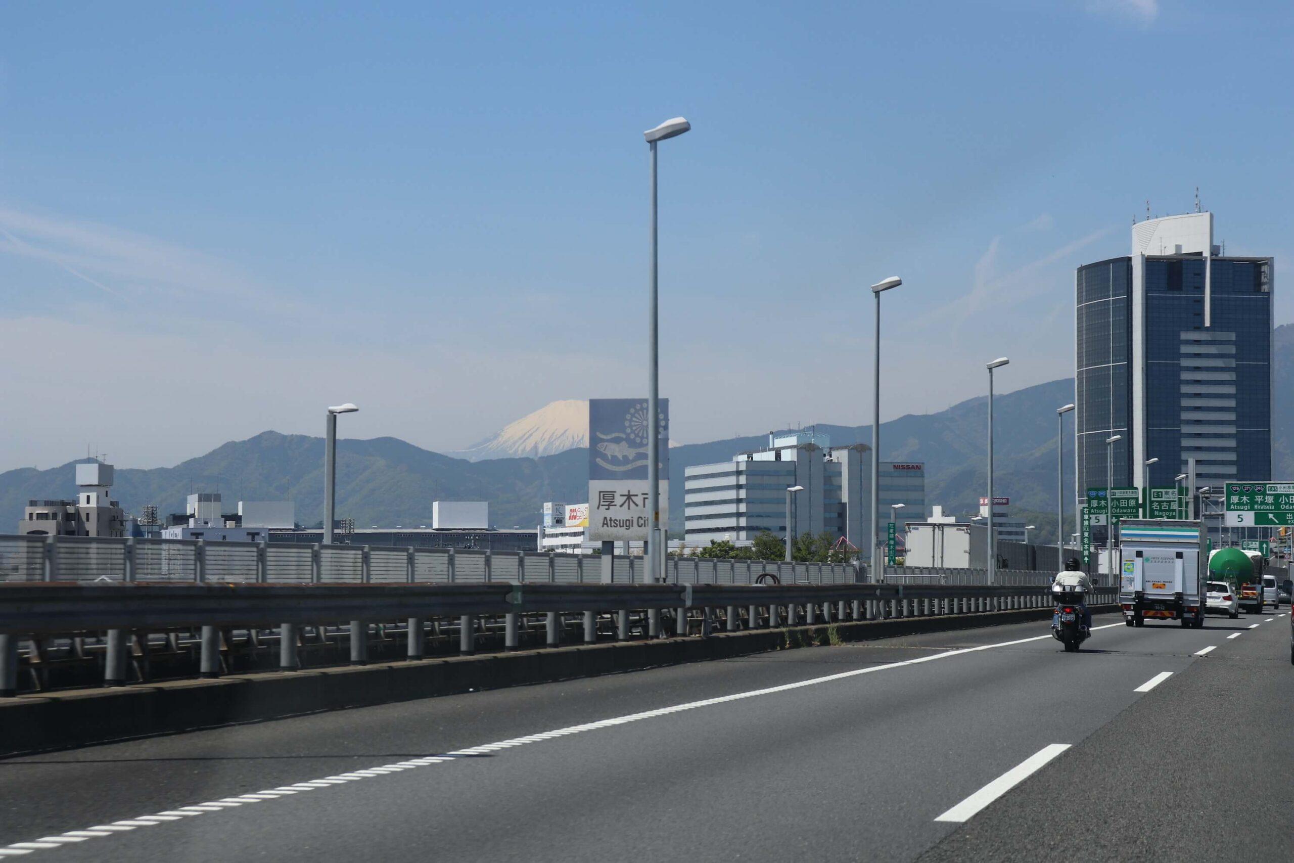 厚木ICから見える富士山
