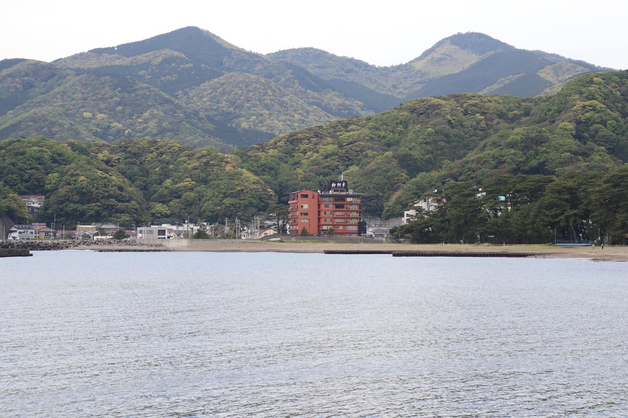 西伊豆土肥海水浴場から見える粋松亭