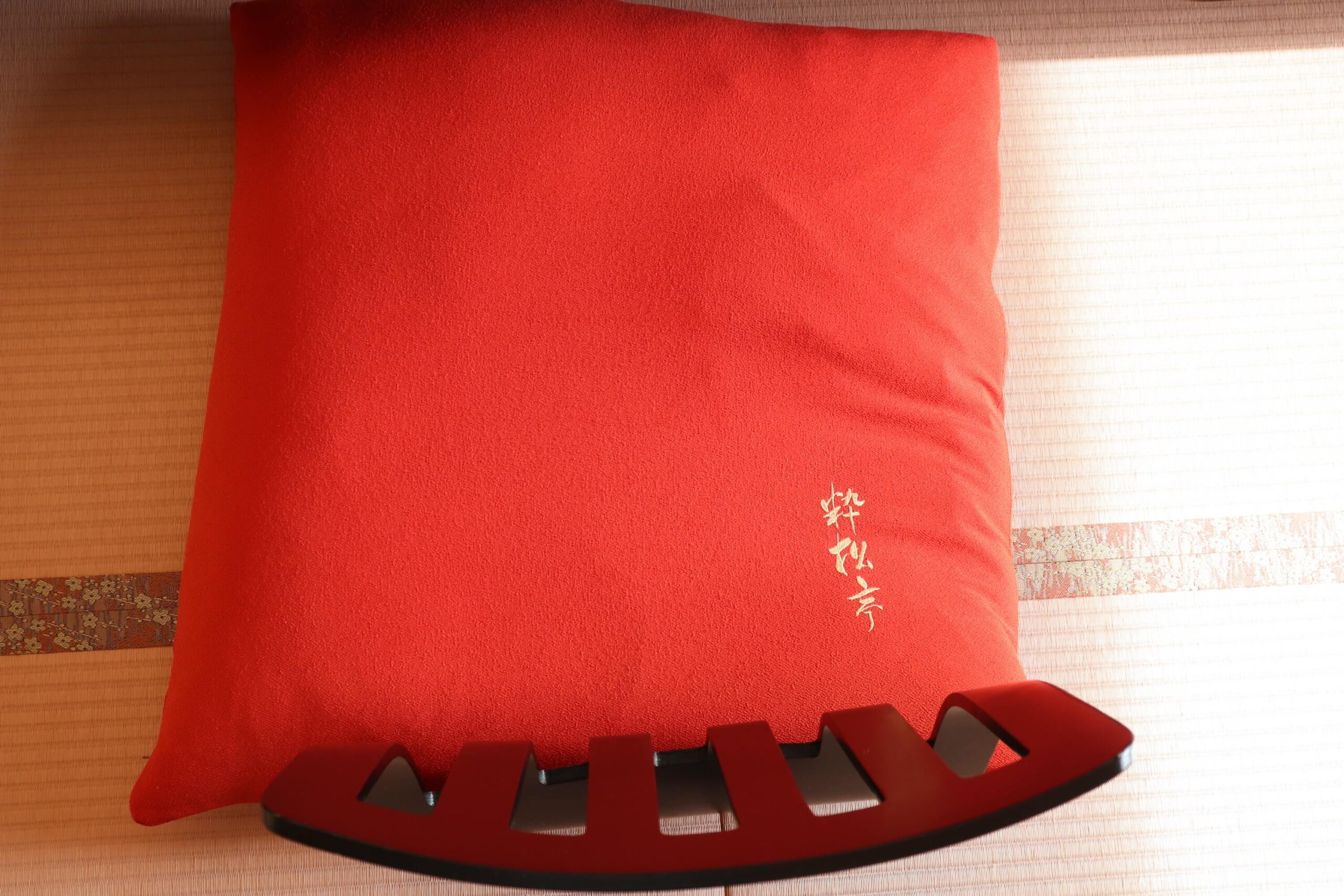 粋松亭やさしさに包まれて客室の座布団