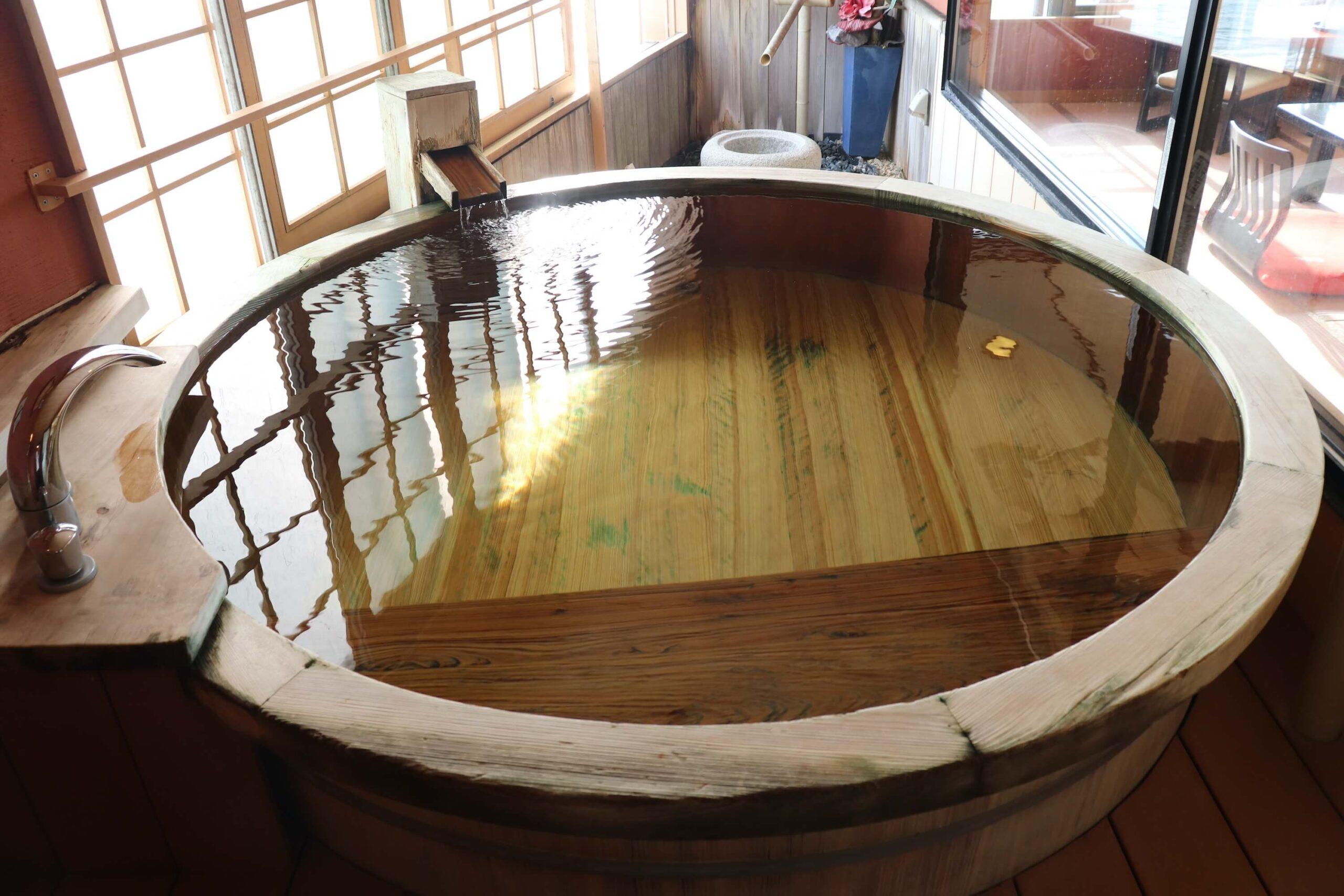 粋松亭やさしさに包まれて客室の190cmの巨大客室露天風呂