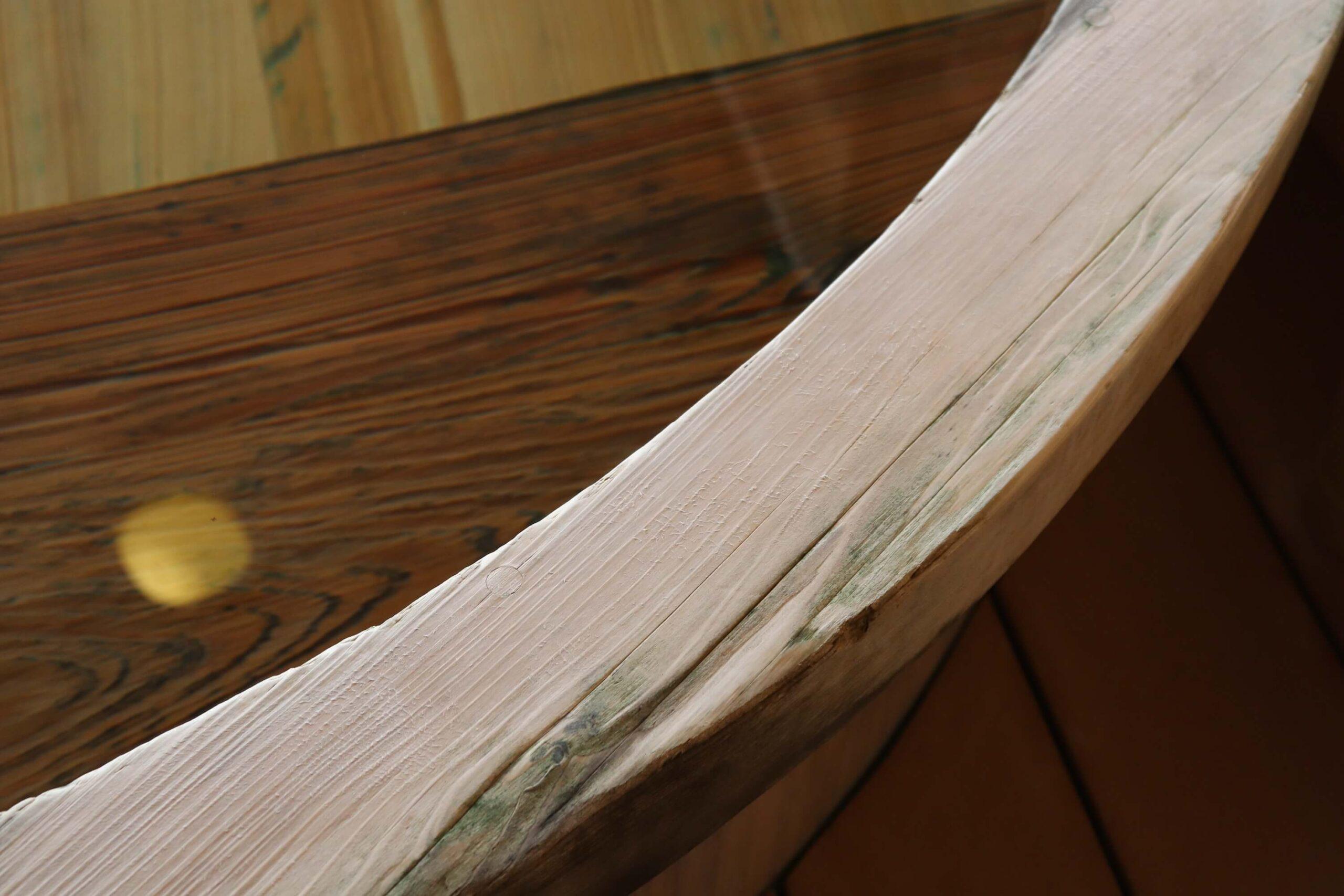 粋松亭やさしさに包まれて客室の檜の露天風呂