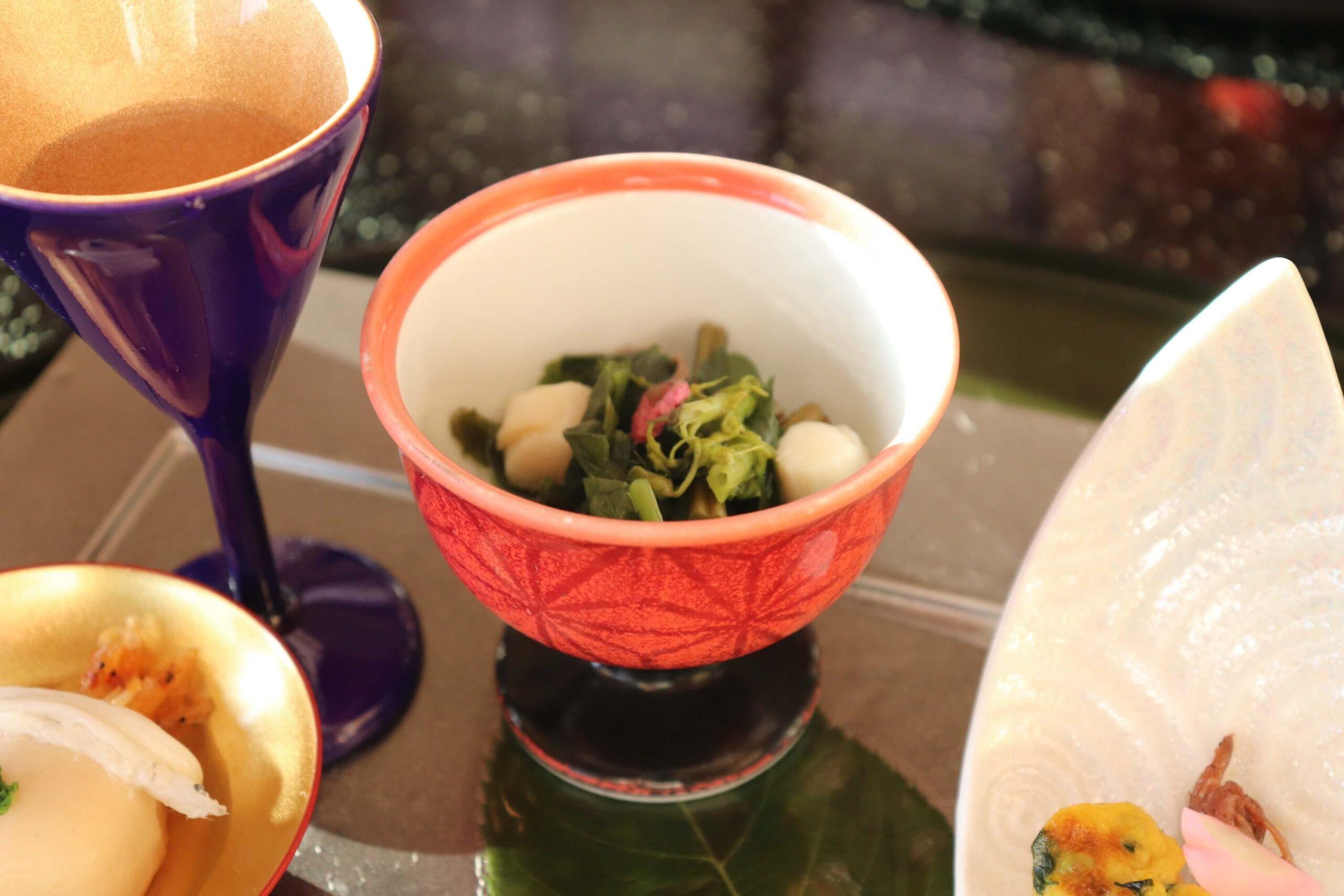 粋松亭の夕食の前菜:煮浸し