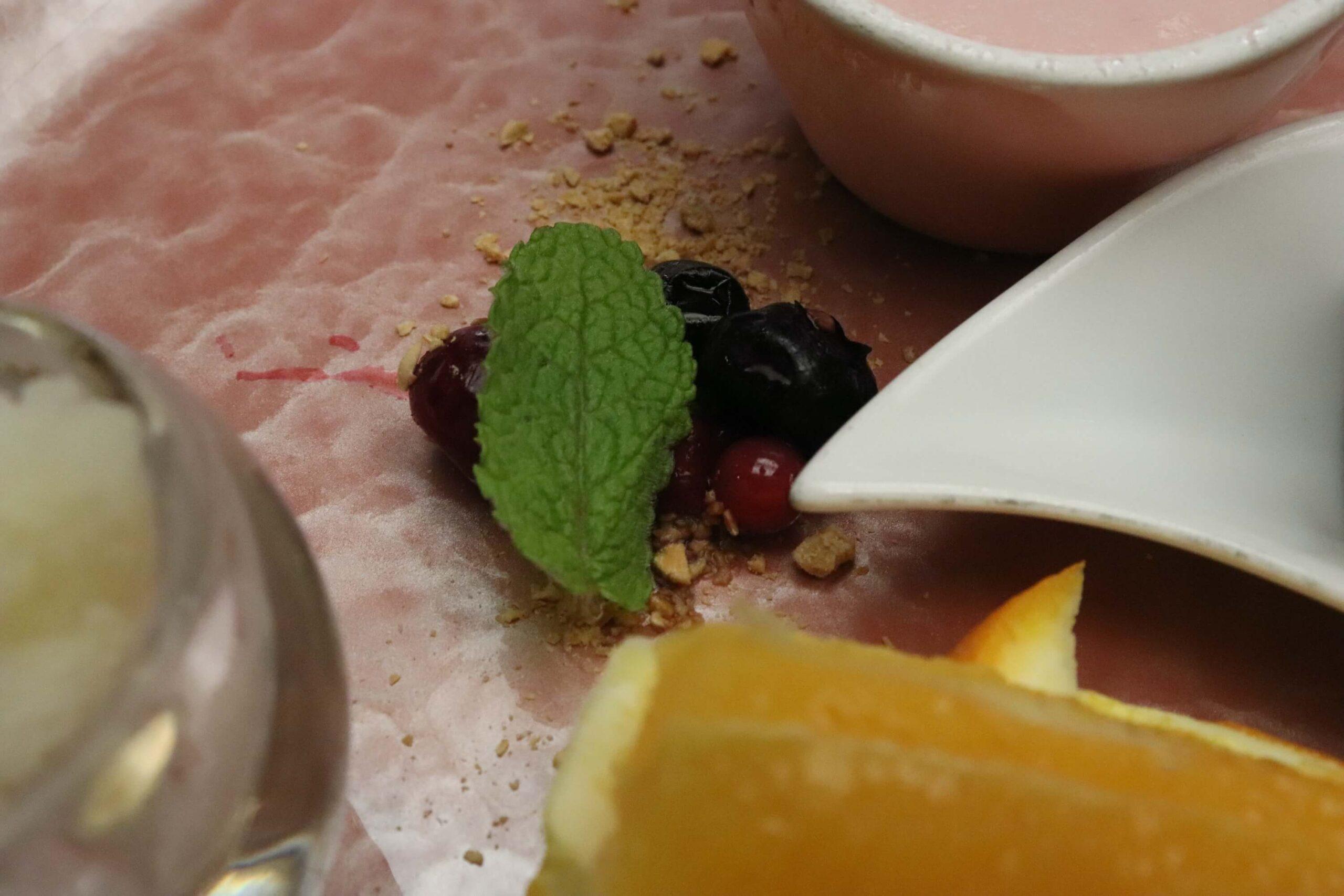 粋松亭の絆会席料理(夕食)のミックスベリー