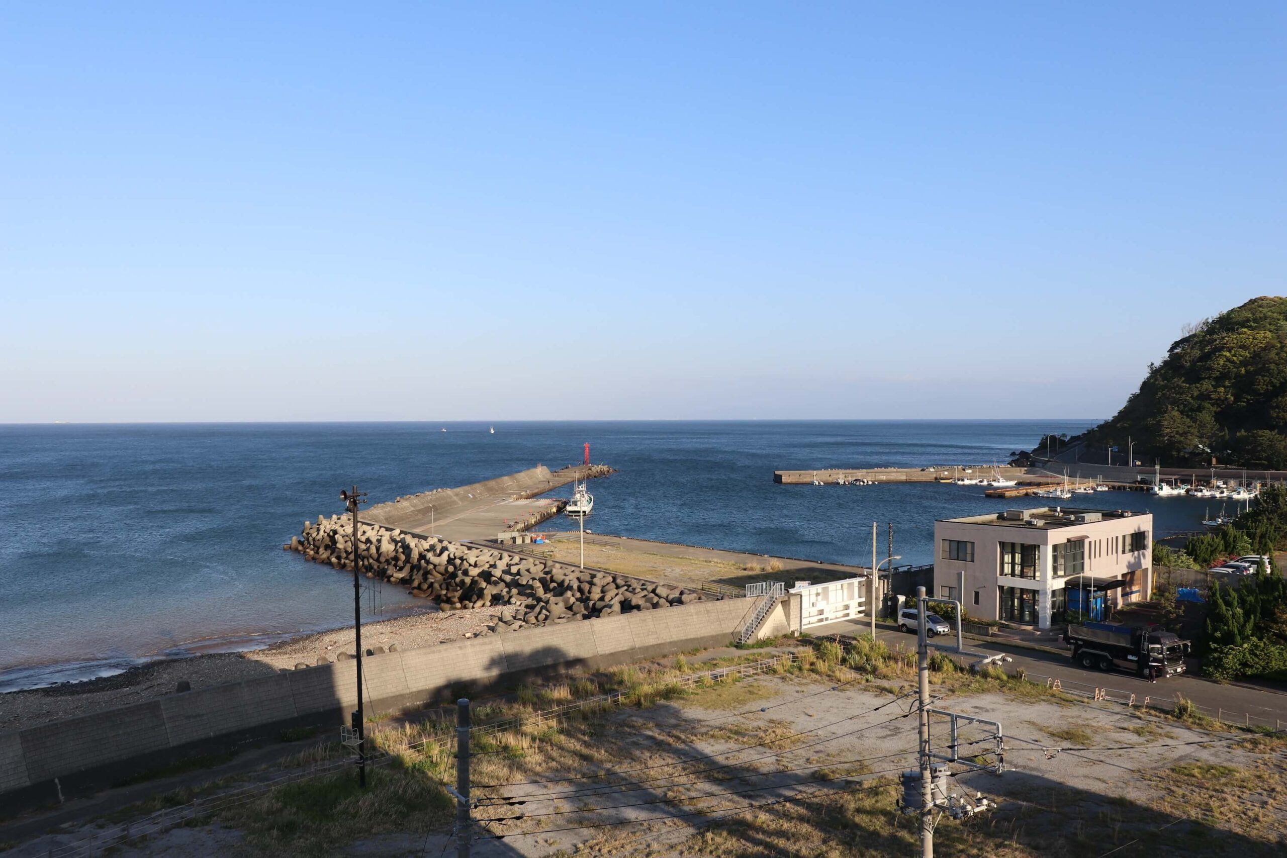 粋松亭の「やさしさに包まれて」の朝の海の眺め