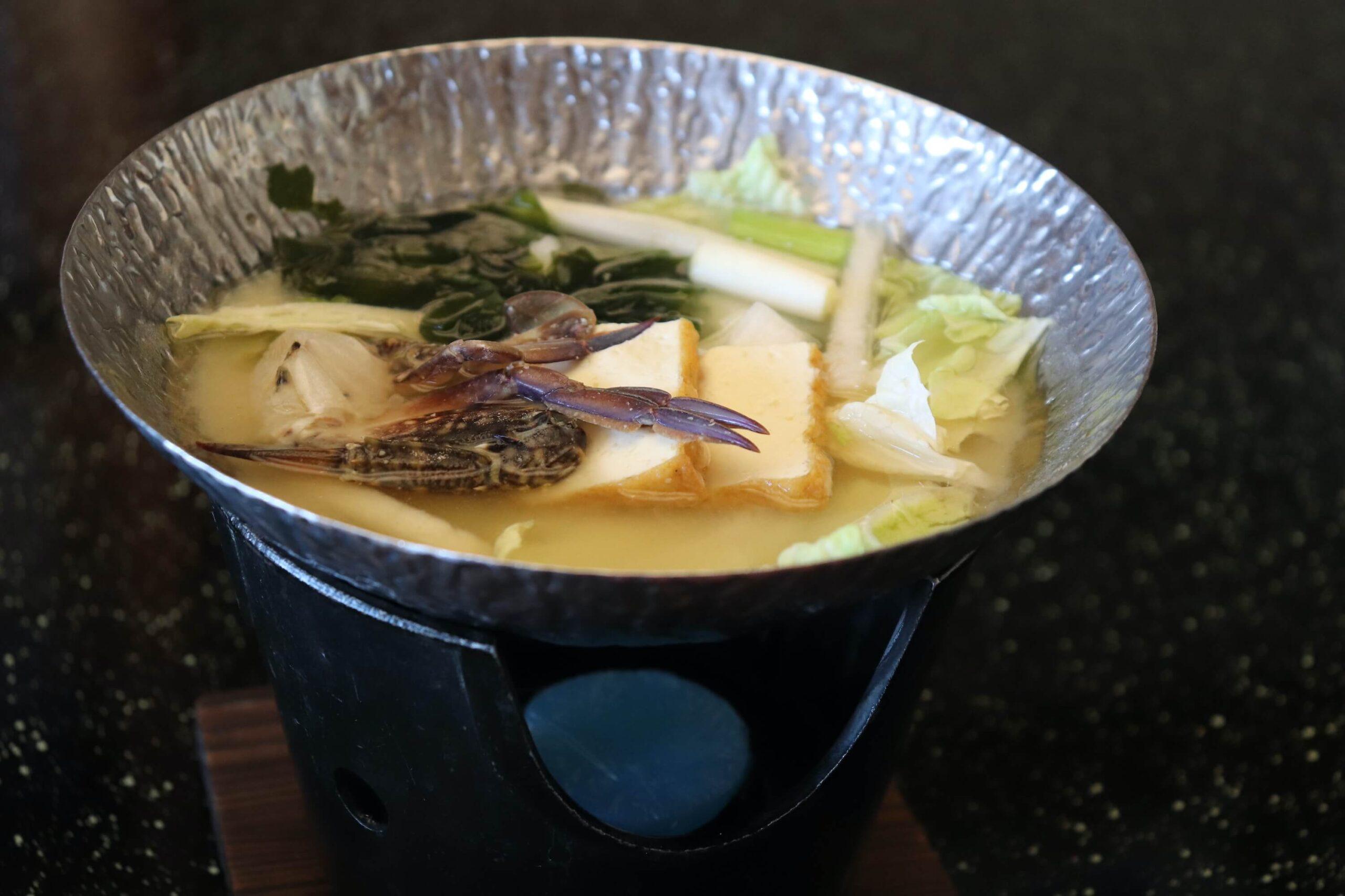 粋松亭の朝食の渡蟹の味噌汁