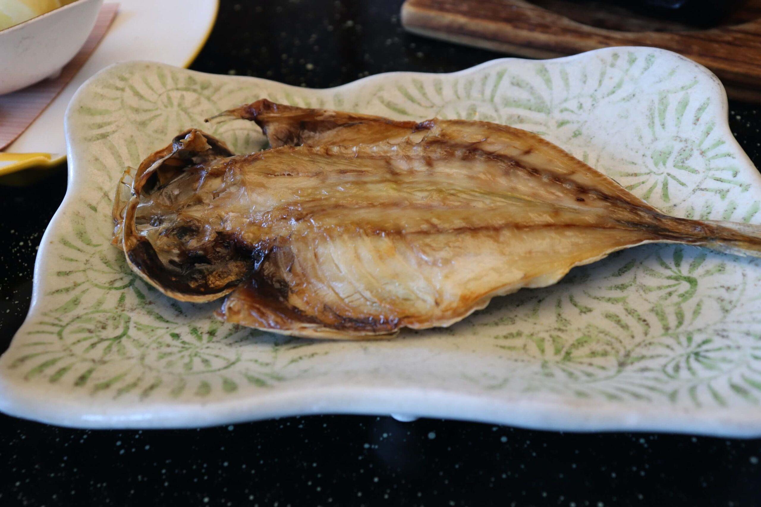粋松亭の朝食のアジの干物