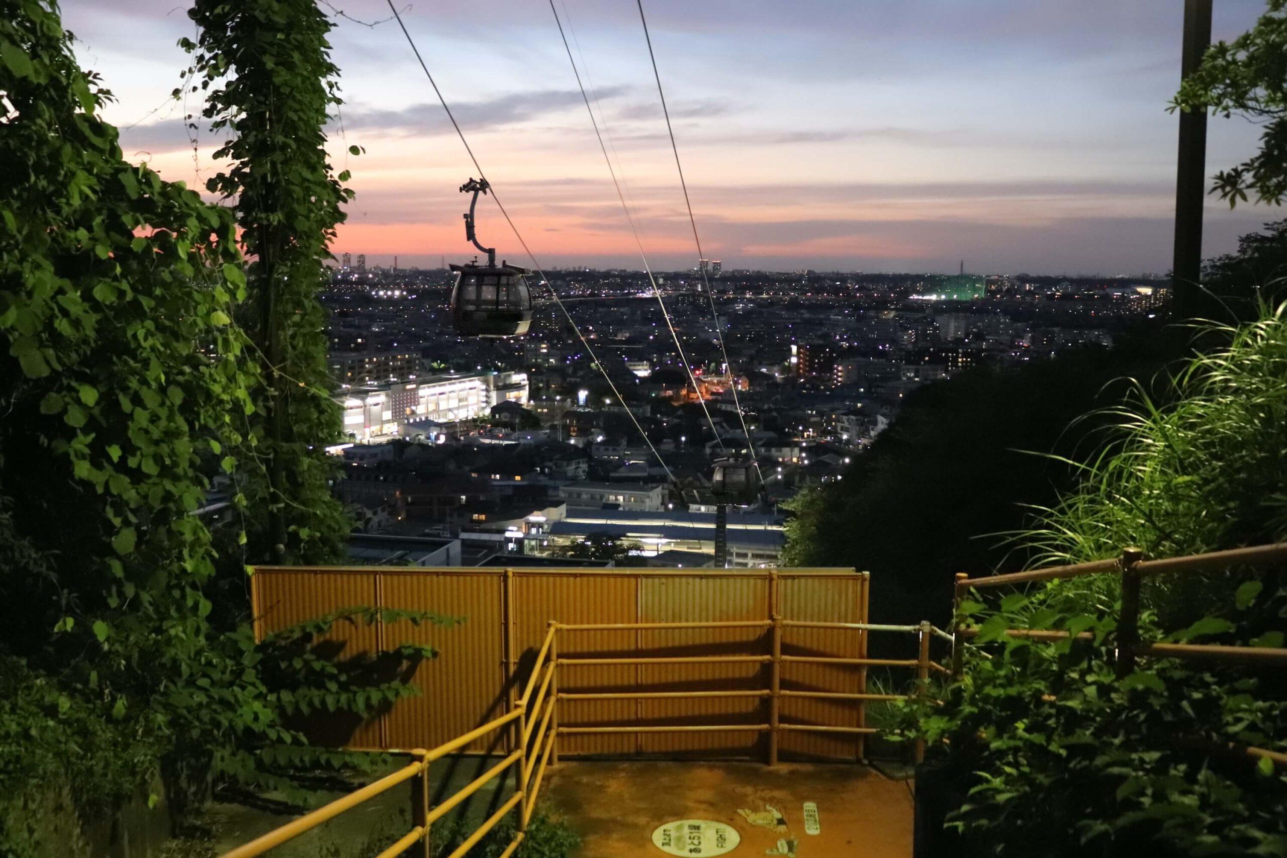 東京よみうりランドの巨人の道の夜景